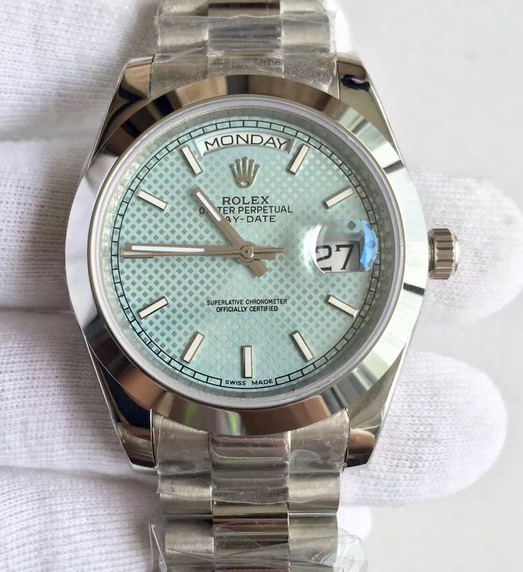 Noob Factory Replica Rolex Day-Date 40 President 228206 Ice Blue Watch
