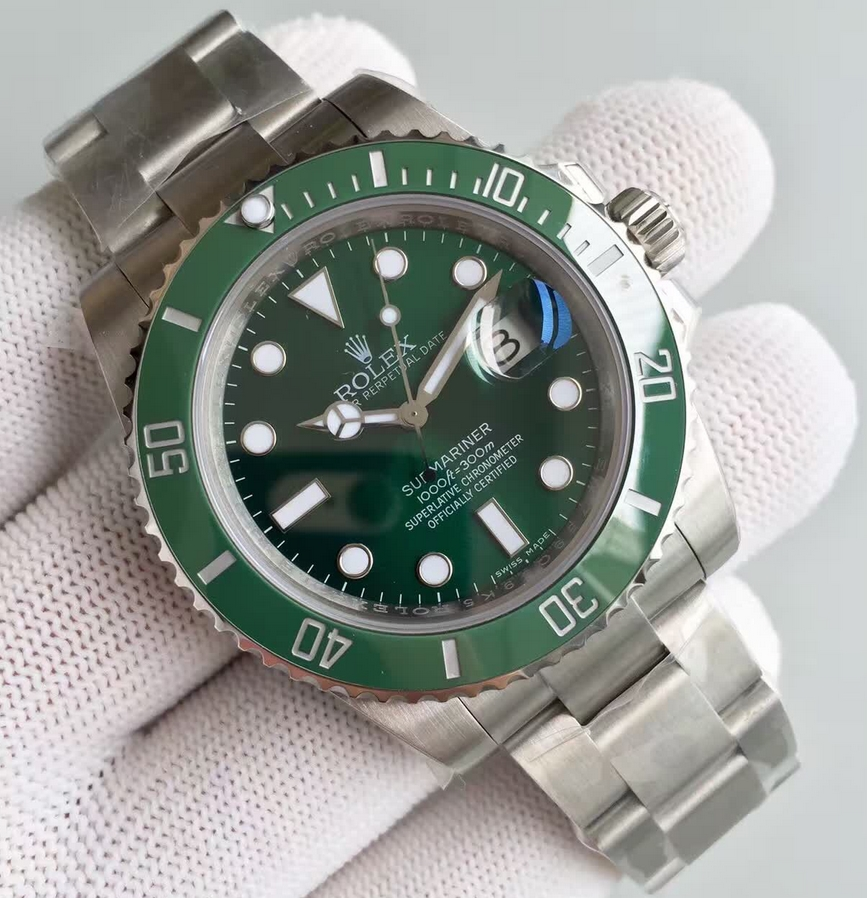 Noob Factory Replica Rolex V7 116610LV Submariner Green Hulk Stainless Steel Watch