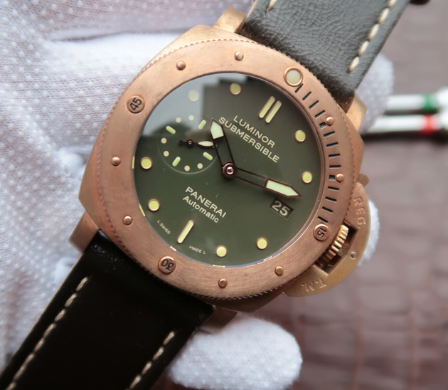 Noob Factory Replica Panerai Luminor Submersible Bronzo World War II pam00382 V4 edition