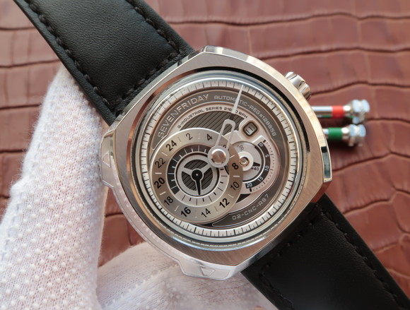 Noob Factory Replica SevenFriday Q1/01 Date Automatic Watch
