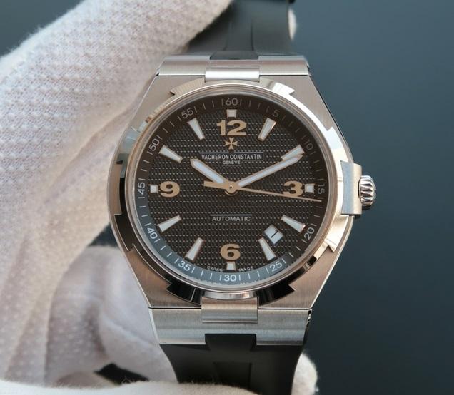 Noob Factory Replica Vacheron Constantin Overseas Automatic 42mm Watch 47040/B01A-9094