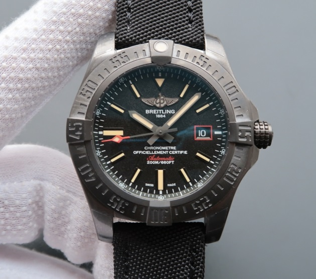 Noob Factory Replica Breitling Avenger Blackbird Review
