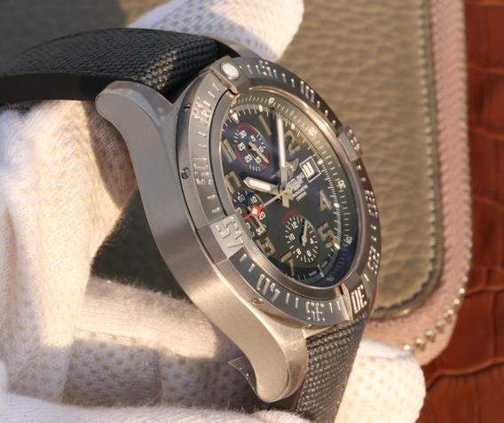 Noob Factory Replica Breitling Avenger Bandit Chronograph