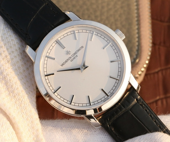 Noob Factory Replica Vacheron Constantin Traditionnelle 81578 Watch